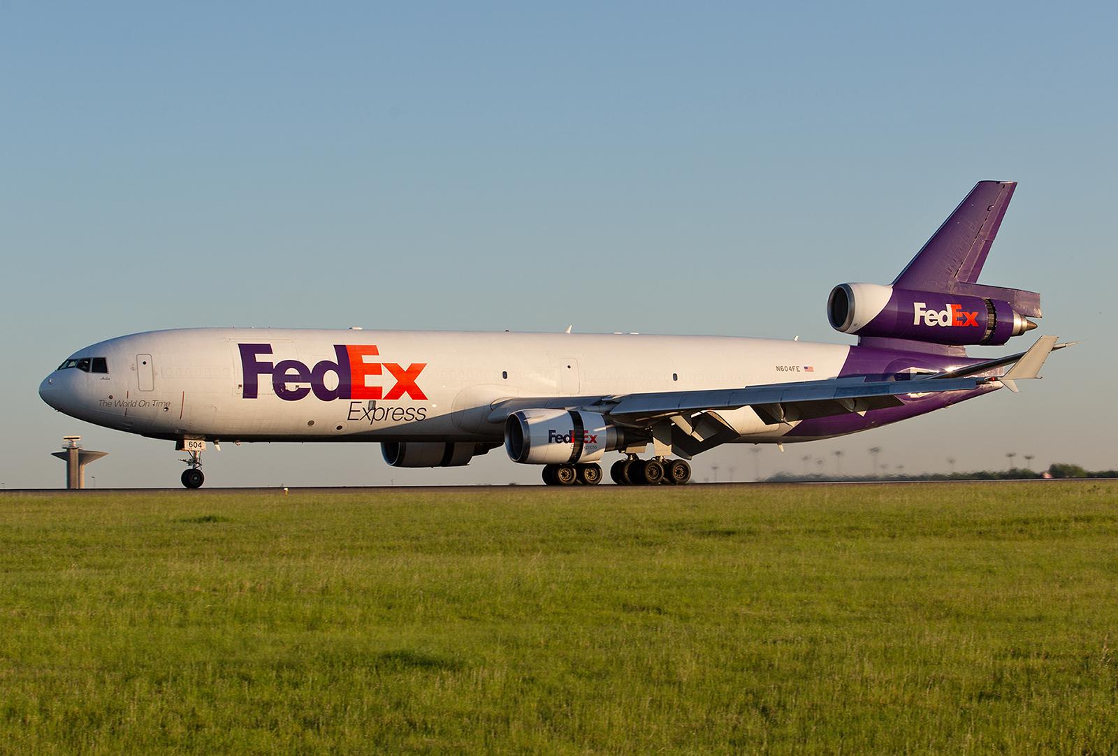 Paris CDG ist der wichtigste Flughafen für den Fed Ex in Europa. Hier gibt´s sogar noch die MD-11.