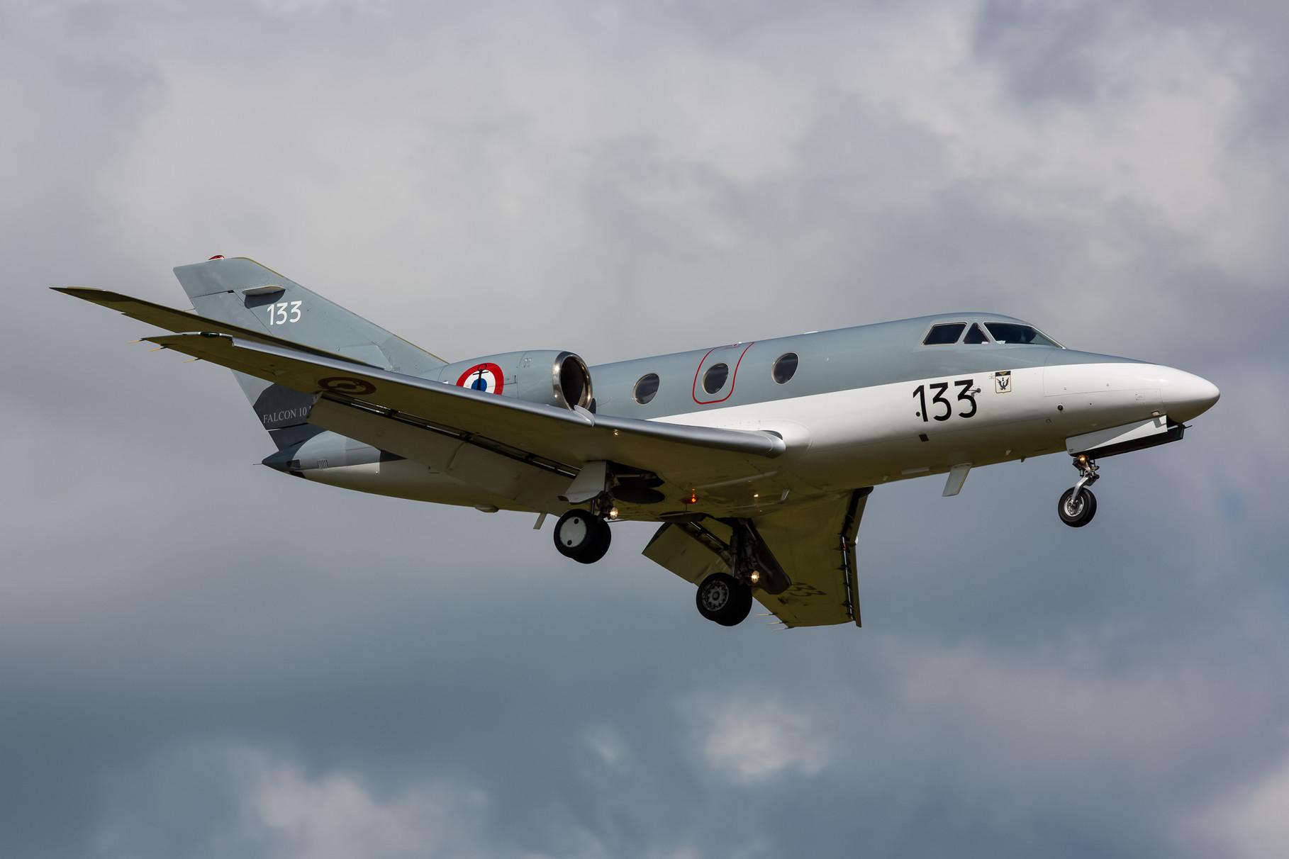Als Supporter kam diese Falcon 10 der Aeronavale.