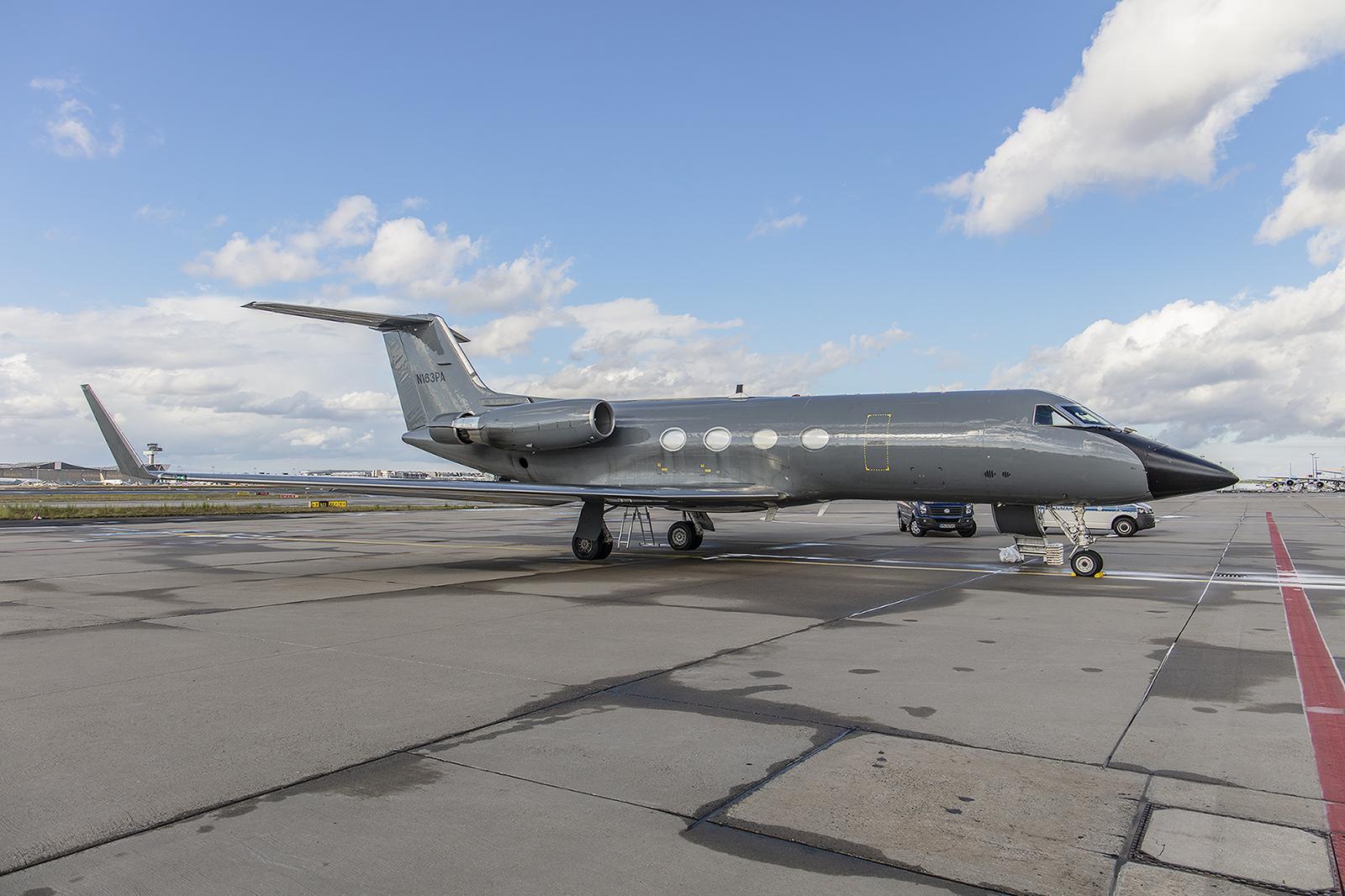 Ein ganz spezieller Flieger ist diese Gulfstream IV. Mit ihr können selbst Ebolapatienten gefahrlos transportiert werden.