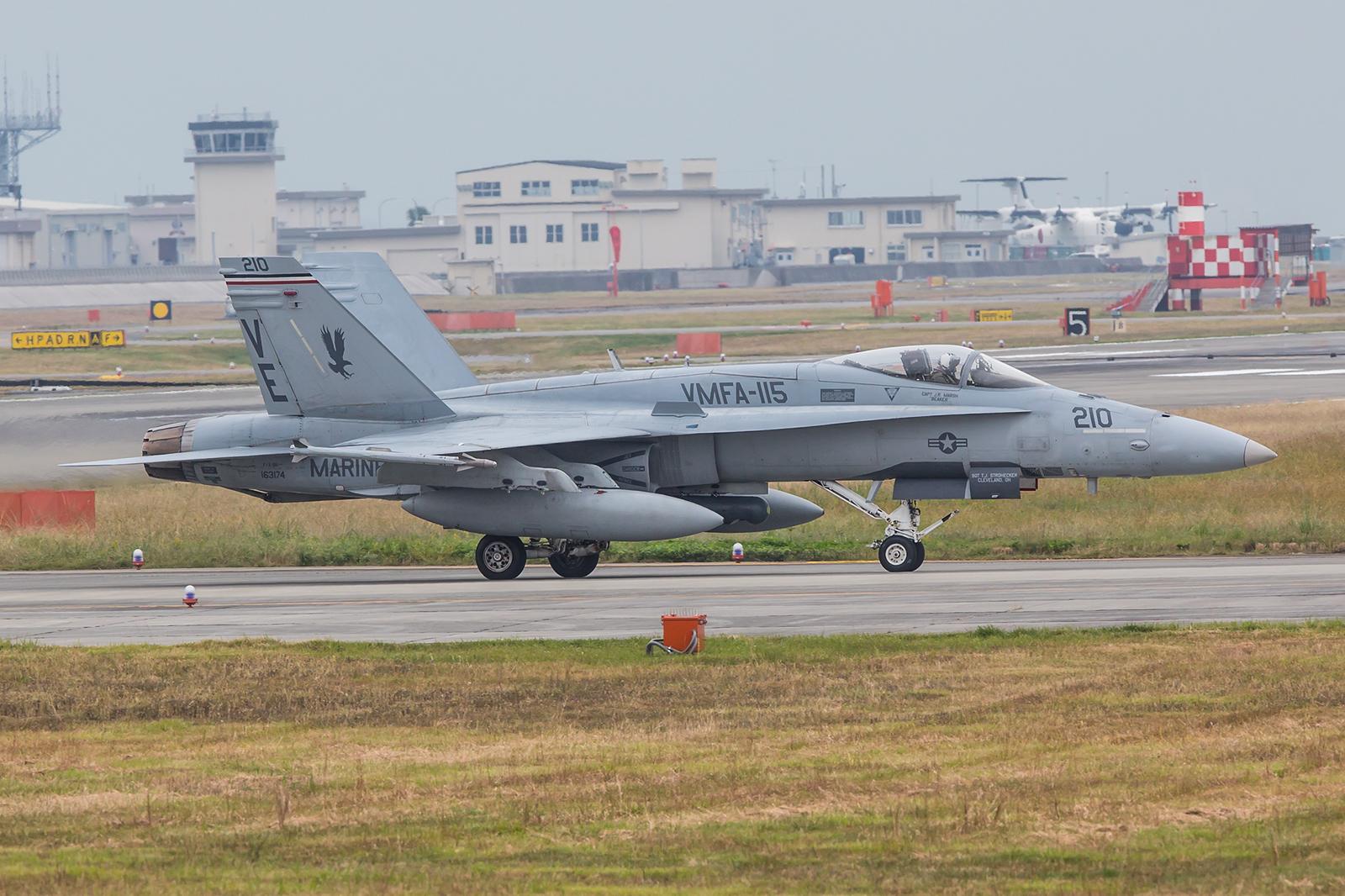 """Vonn der MCAS Beaufort in South Carolina kamen die """"Silver Eagles"""" nach Iwakuni."""