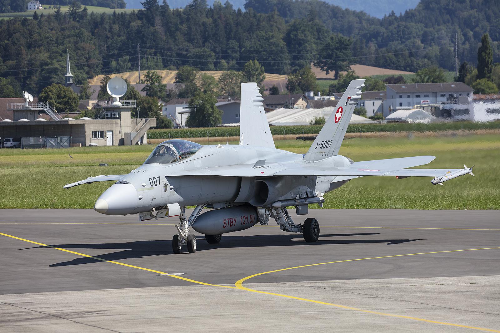 Die J-5007 flog an diesem Tag Luftpolizeidienst und war scharf bewaffnet.