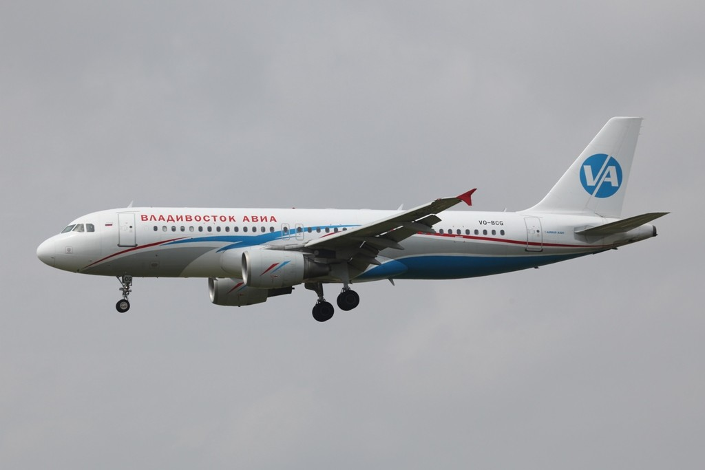 Vladivostok Air mit A 320 aus Sibirien.