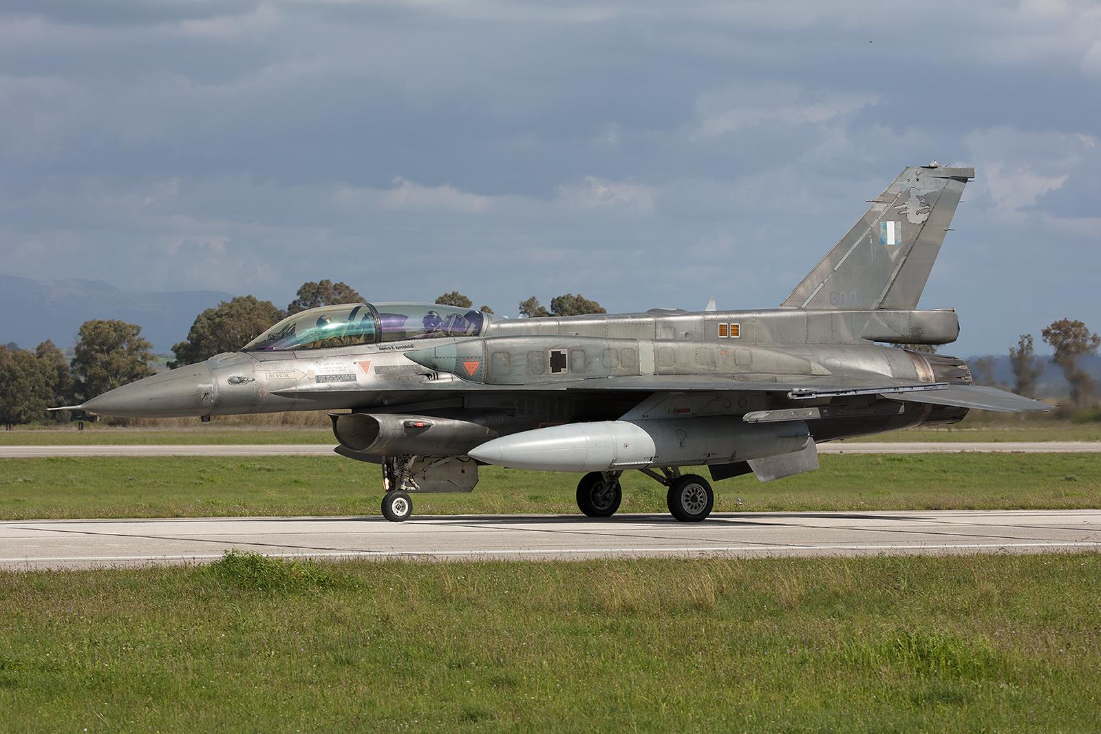 600, General Dynamics F-16D Block 52 der 337 Mira aus Larisa.