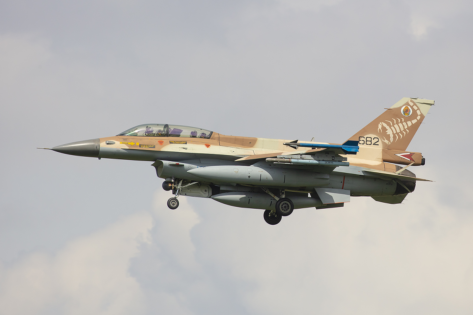 Das Tarnmuster der IDF ist mal ein schöner Farbklecks am Himmel.