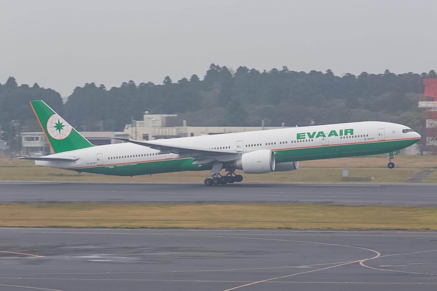 Täglich mehrmals pendelt Eva Air zwischen Narita und Taiwan. Zum Einsatz kommen dabei auch Beoing 777-300ER.