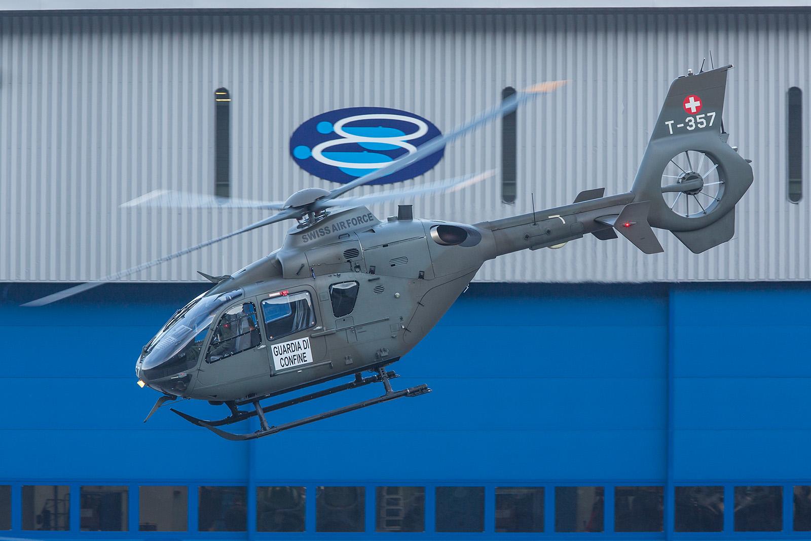 Schon am frühen Morgen flog diese EC-635 im Auftrag des Grenzwachtkorps ab.