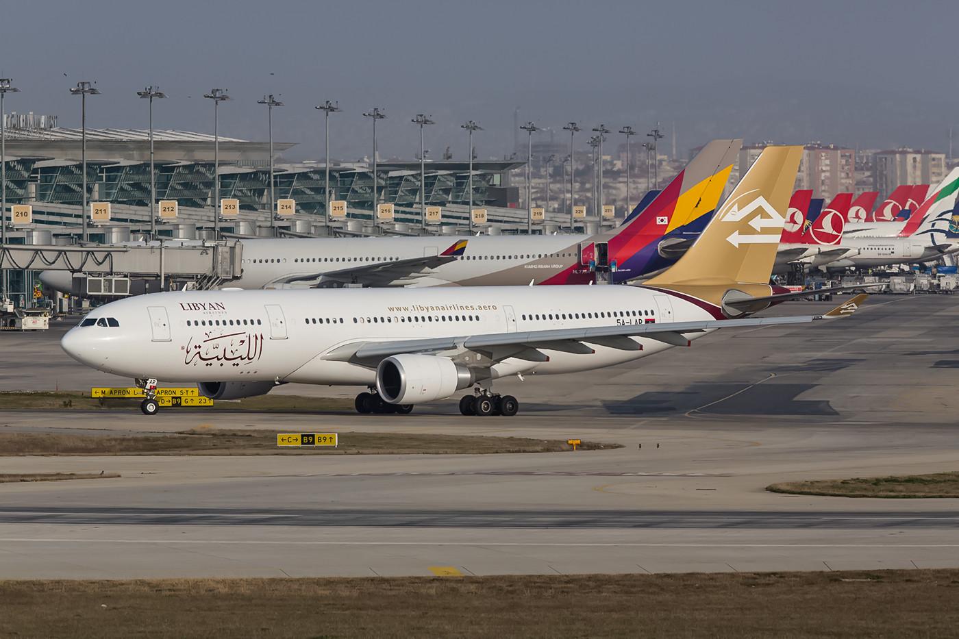 Lybian Arab Airlines hat seine Bemalung überarbeitet.