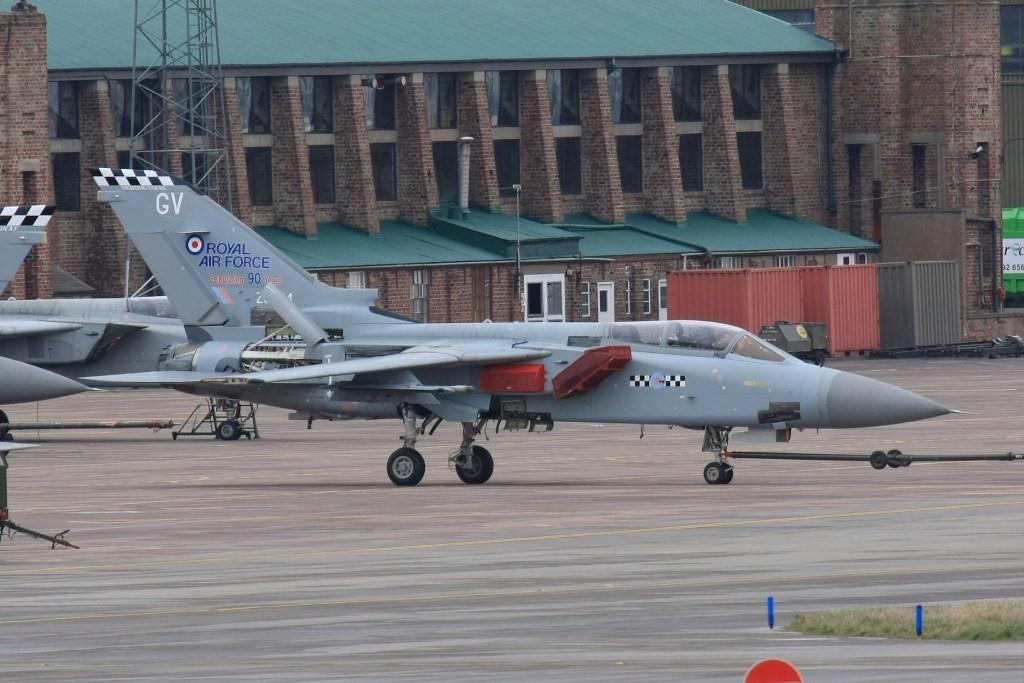 90 Jahre Royal Air Force auf diesem F-3 der No. 43 Sq.