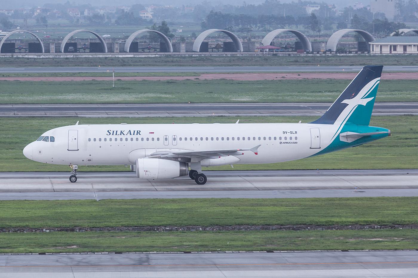 Im letzten Licht kurz vor Sonnenuntergang kam diese mittlerweile seltene A320 der Silkair.