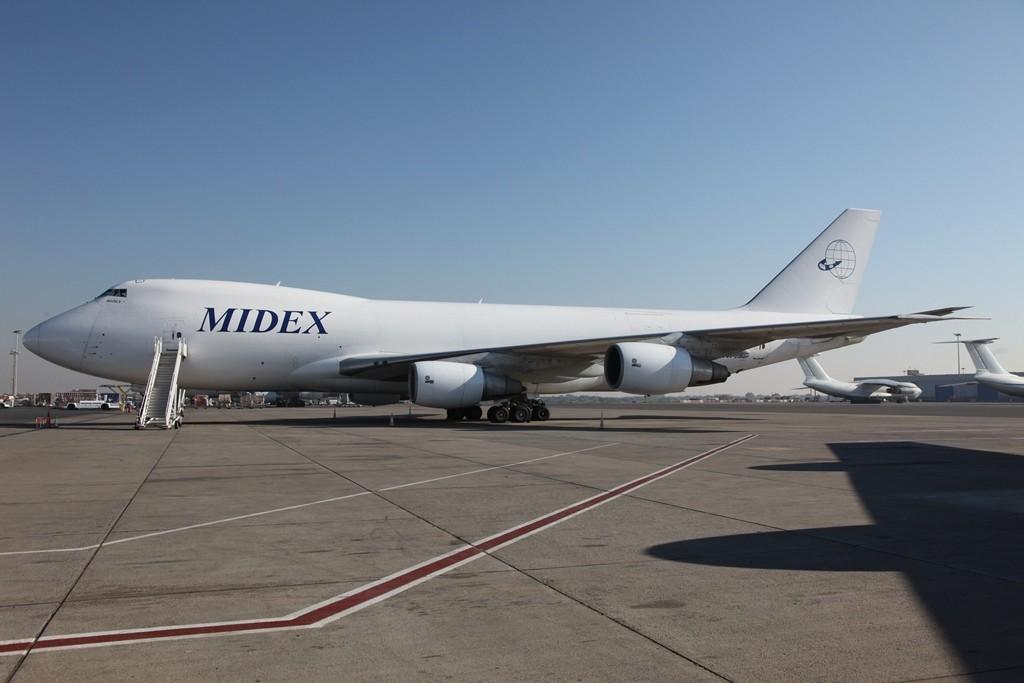 Die einheimische MidEx betreibt diesen ehemaligen Air France Jumbo als Frachter.