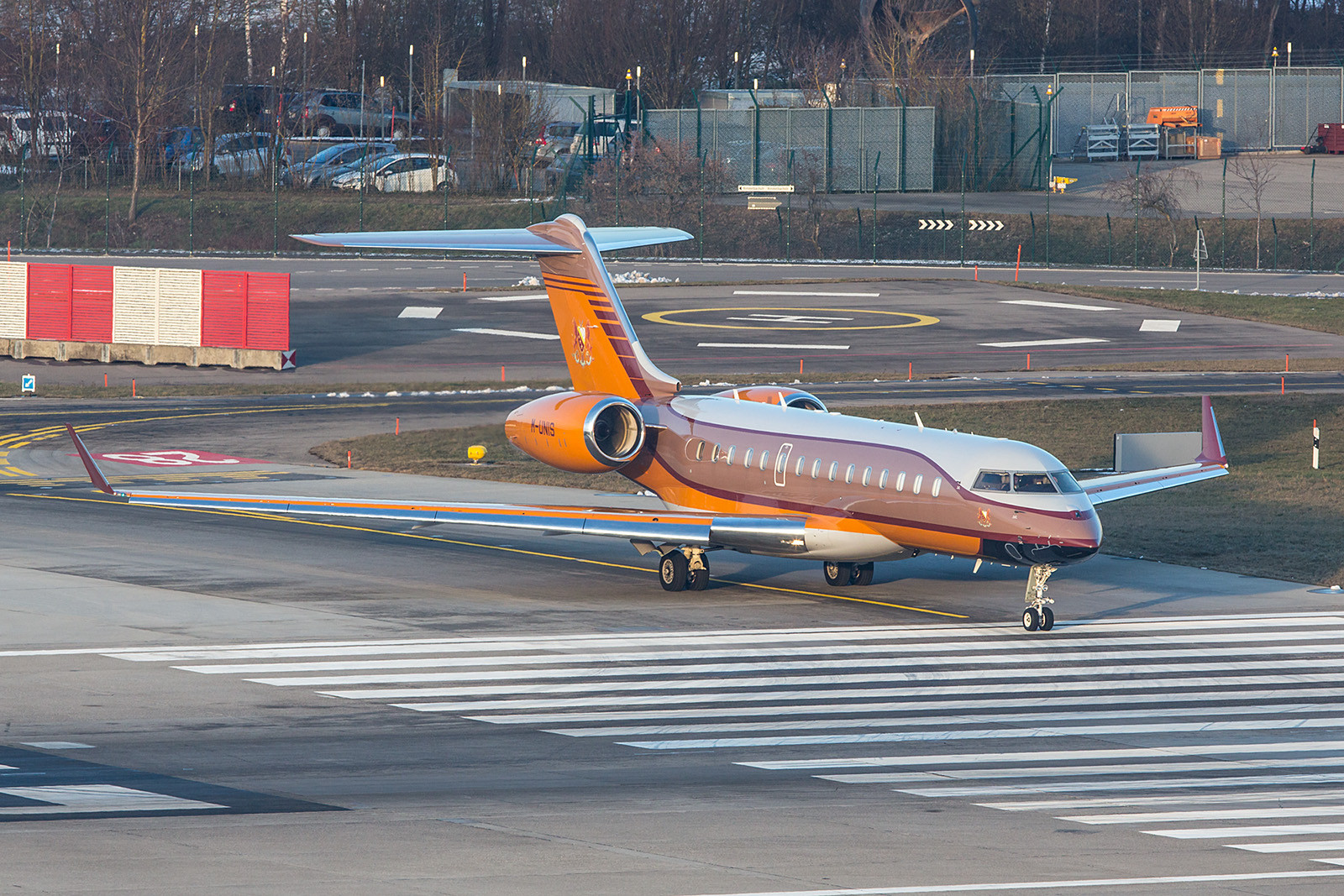 M-UNIS; Lapwing Ltd BD700 Global Express XRS