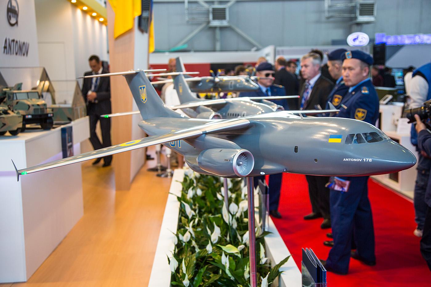 Am Stand von Antonov aus der Ukraine wurden verschiedene Versionen der An-178 gezeigt.