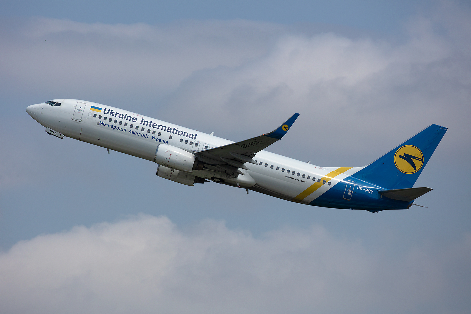 Diese Boeing 737-8EH flog vorher für GOL in Brasilien. Die Flotte der Ukraine International ist in den vergangenen Jahren enorm gewachsen und beinhaltet auch Boeing 767 und 777.