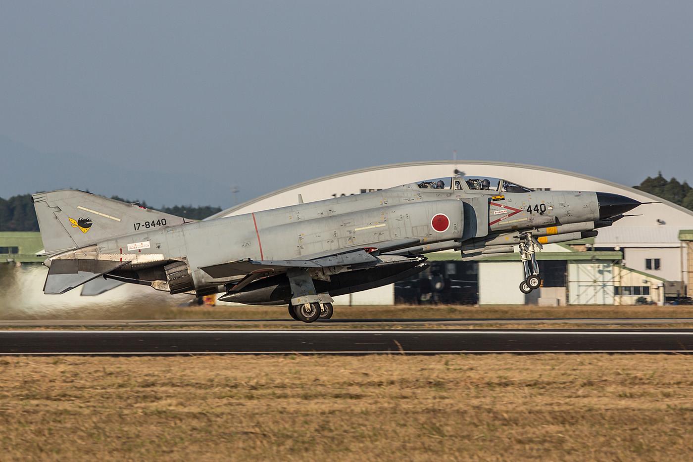 Seit 1971 sind die massigen Jets bei der JASDF im Einsatz und ......