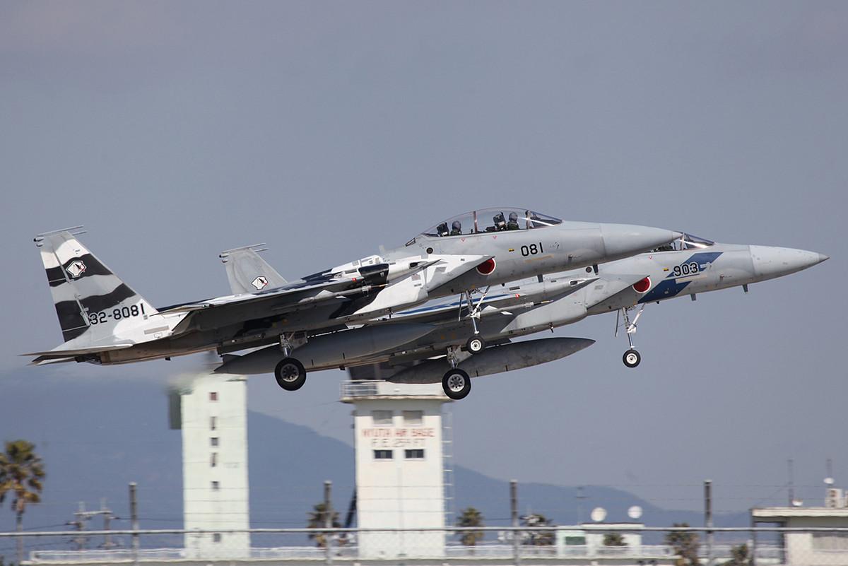 Das Nyutabild schlechthin, F-15 der Hiko Kyodotai vor dem alten Tower