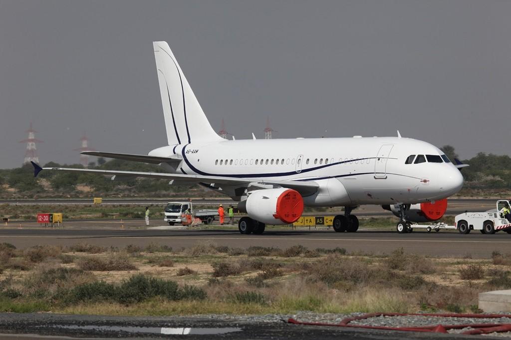 RAK Airways aus dem Emirat Ras al-Khaimah besitzt diesen Airbus A 318 Elite.