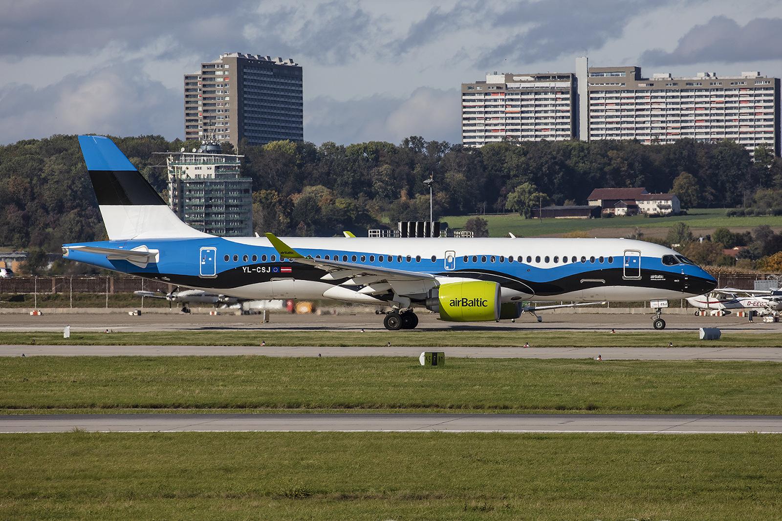 Das Highlight des Tages gleich zu Beginn, YL-CSJ, Airbus A220-300 der AirBaltic in den Nationalfarben von Estland.