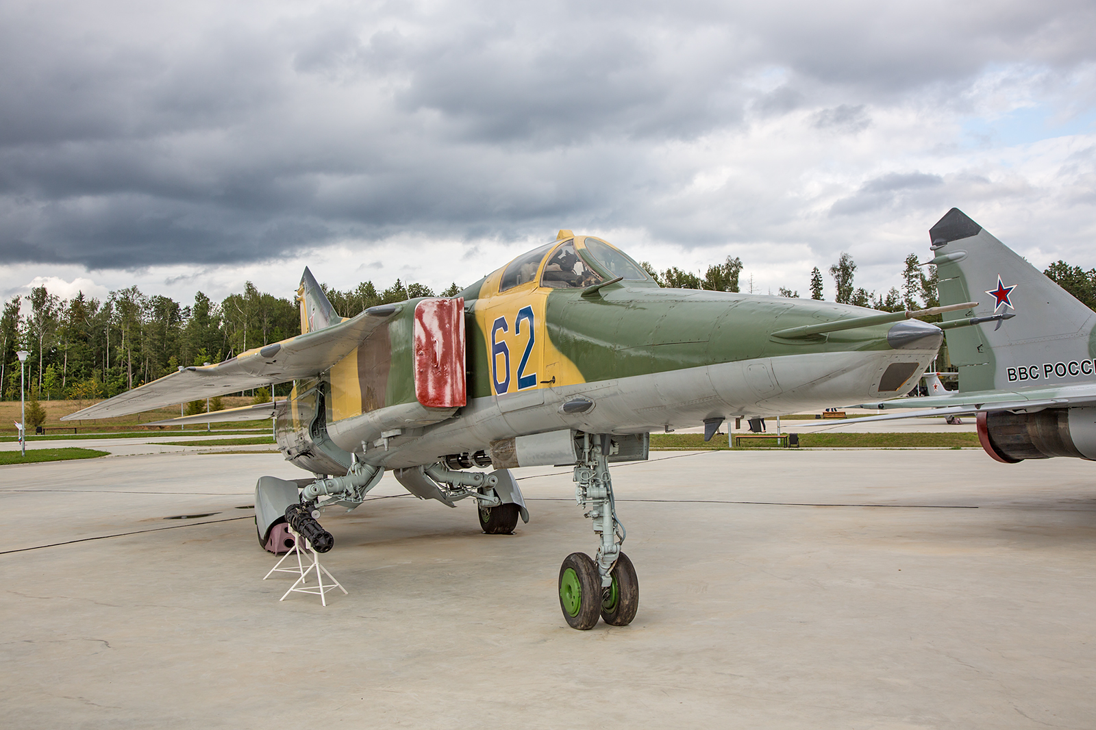 Die MiG-27 war eine Variante der MiG-23 für die Bekämpfung von Bodenzielen.
