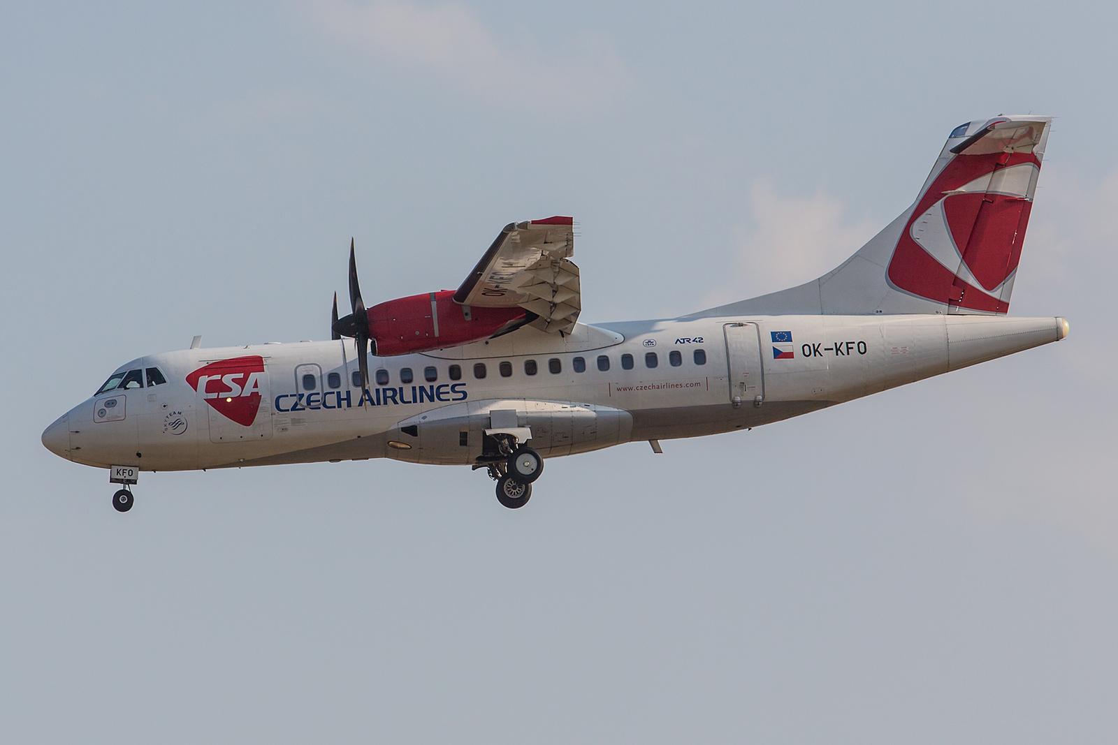 Nicht mehr häufig trifft man in Europa die ATR42 als Passagierflugzeug an. CSA hat noch drei dieser kleinen Flieger, die von Air Contractors in Irland gemietet sind.