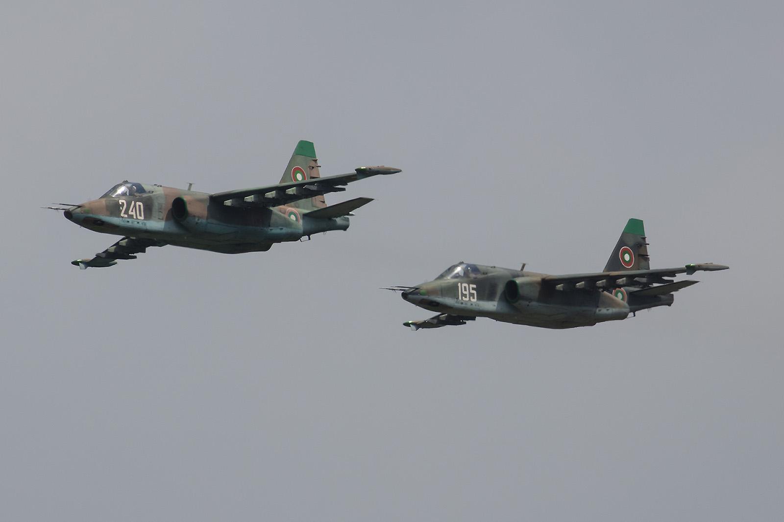 Anflug der Sukhoi Su-25 aus Bezmer.