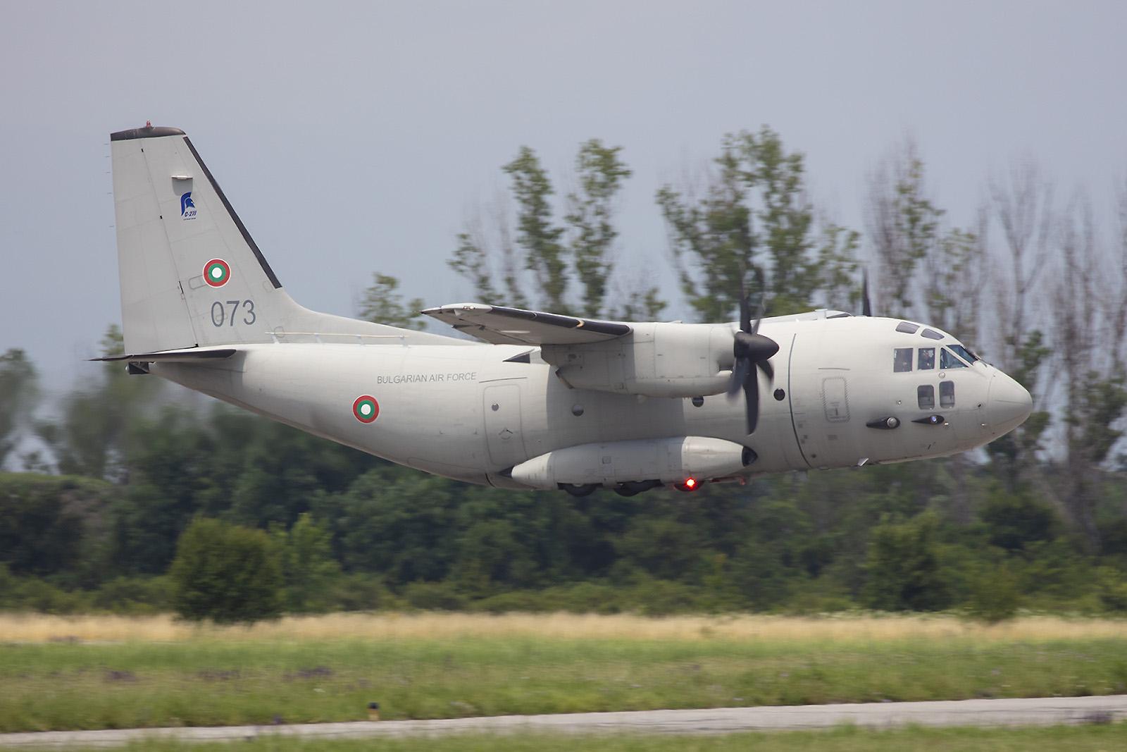 Die C-27J Spartan im tiefen Abflug.