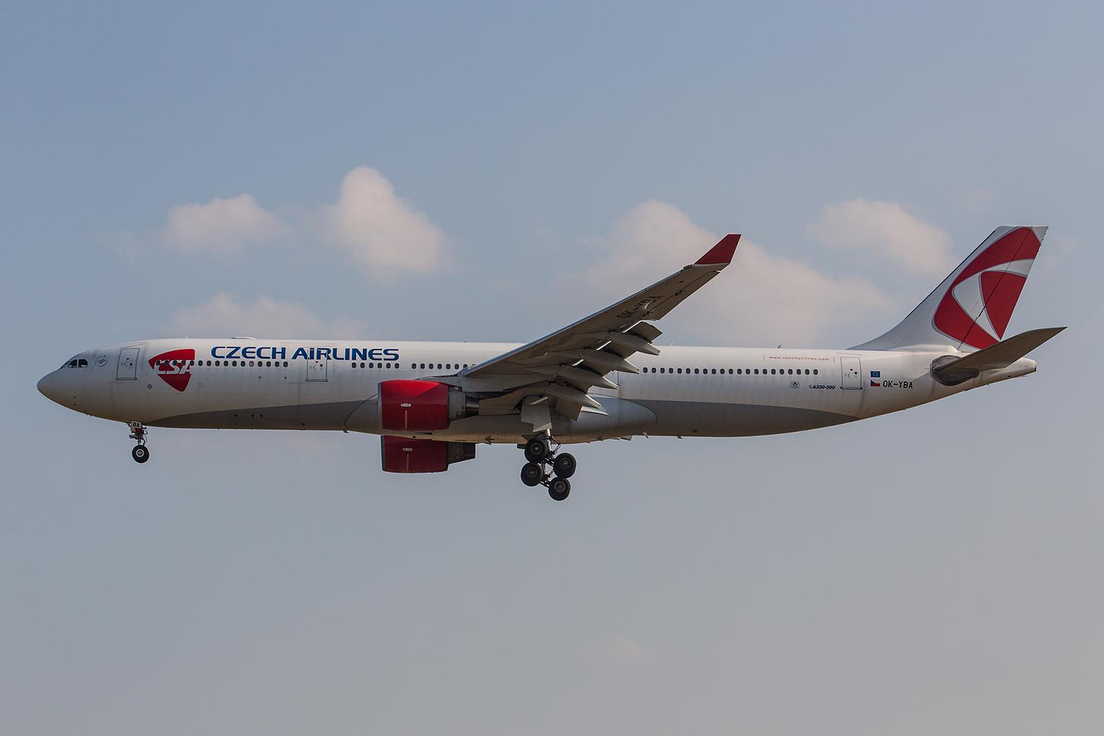 Die OK-YBA ist eine Leihgabe des Miteigentümers Korean Air und ermöglicht der CSA Langstreckenflüge nach Seoul. (ex. HL7701)