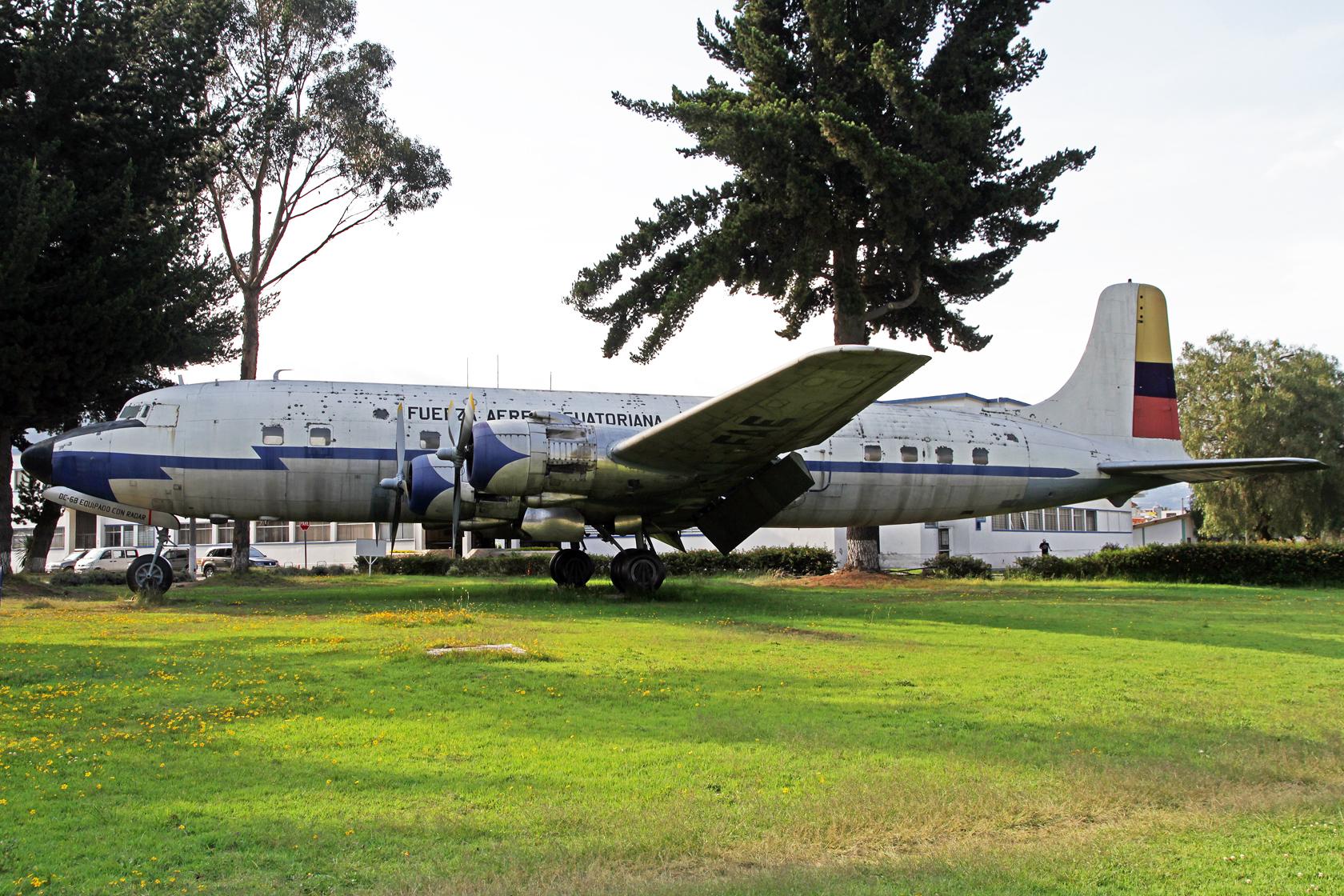 Fuerza Aérea Ecuatoriana Douglas DC-6B Cloudmaster FAE-44691