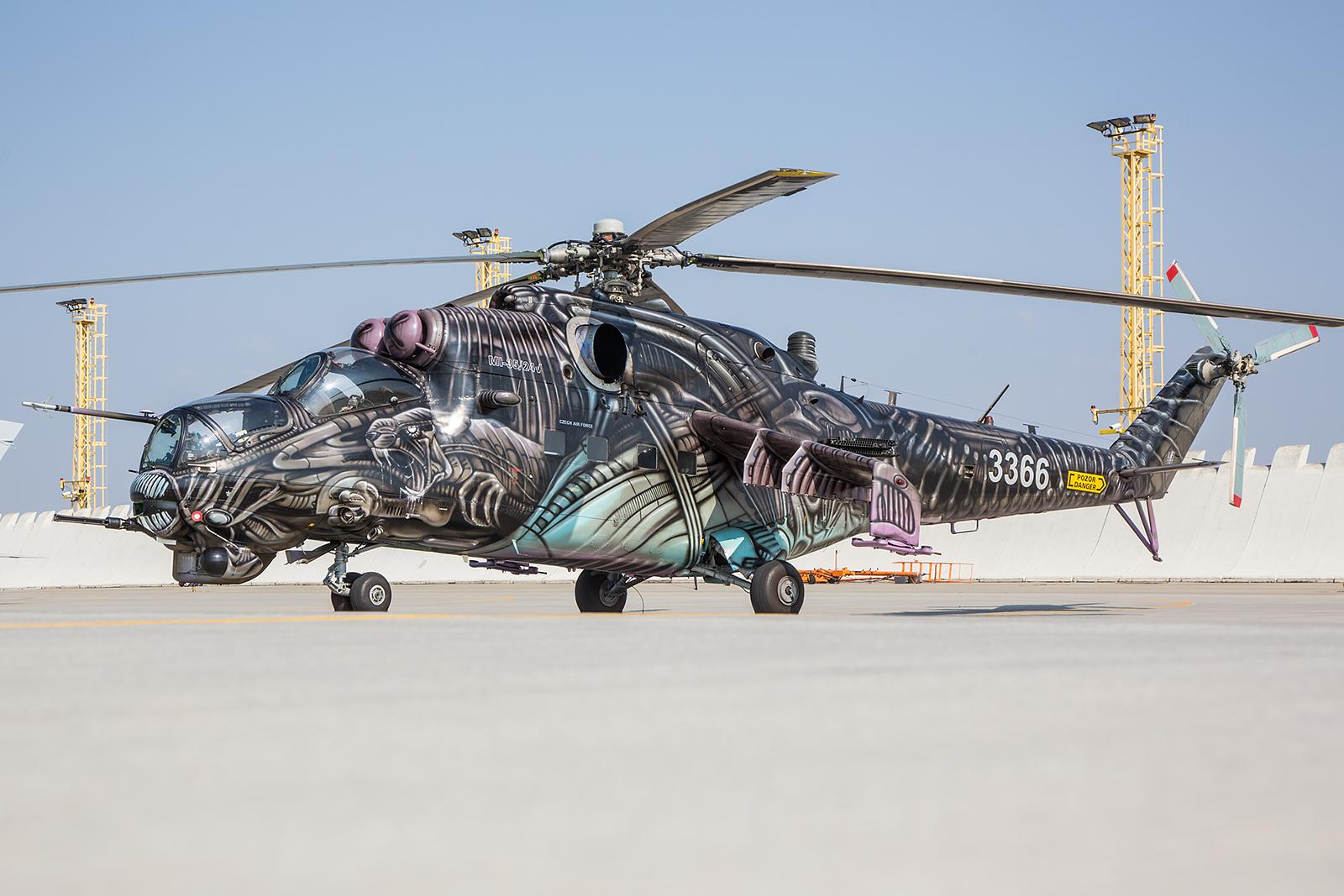 """Der """"Tiger"""" auf der Rampe. Die Hinds in Namest sind mittlerweile alle auf dem Mi-35-Standard."""