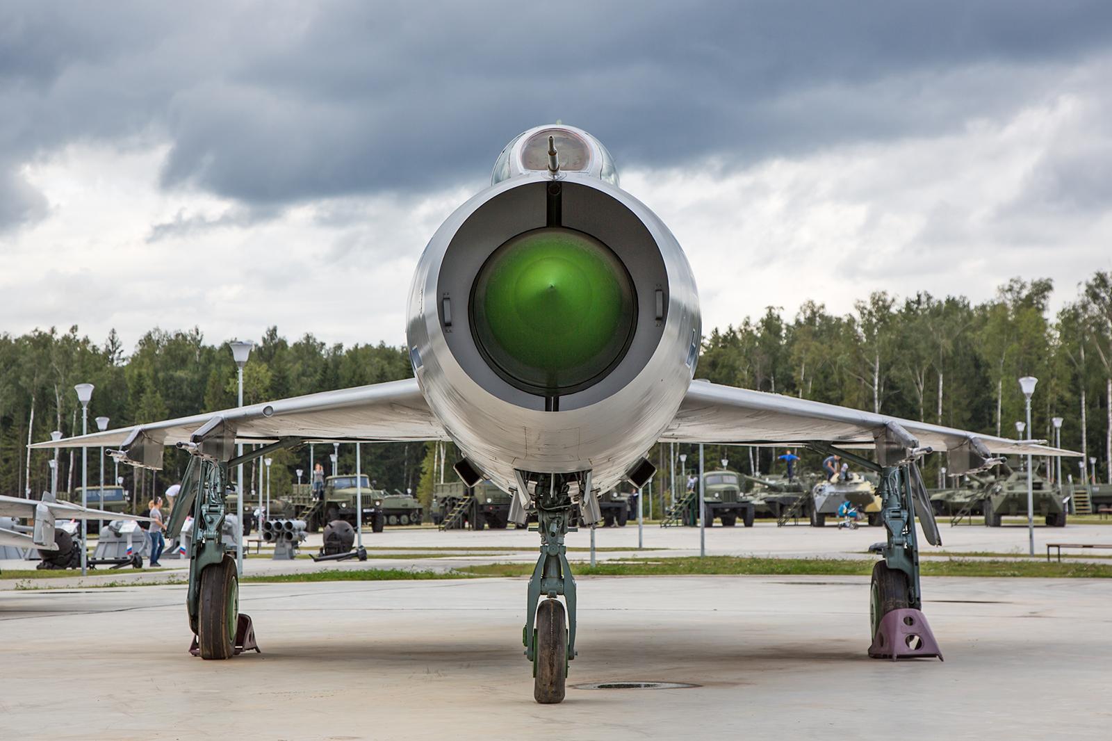 Frontansicht einer MiG-21, dem am häufigsten genutzten Einsatzmuster der Statten des Warschauer Paktes.