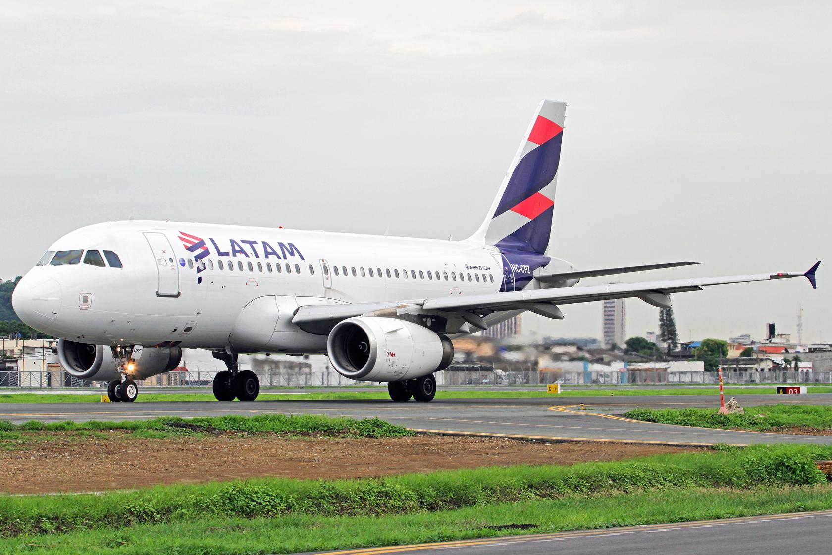 LATAM Airlines Ecuador Airbus A319-132 HC-CPZ - Die erste Maschine der LATAM Airlines Ecuador in den neuen Farben.