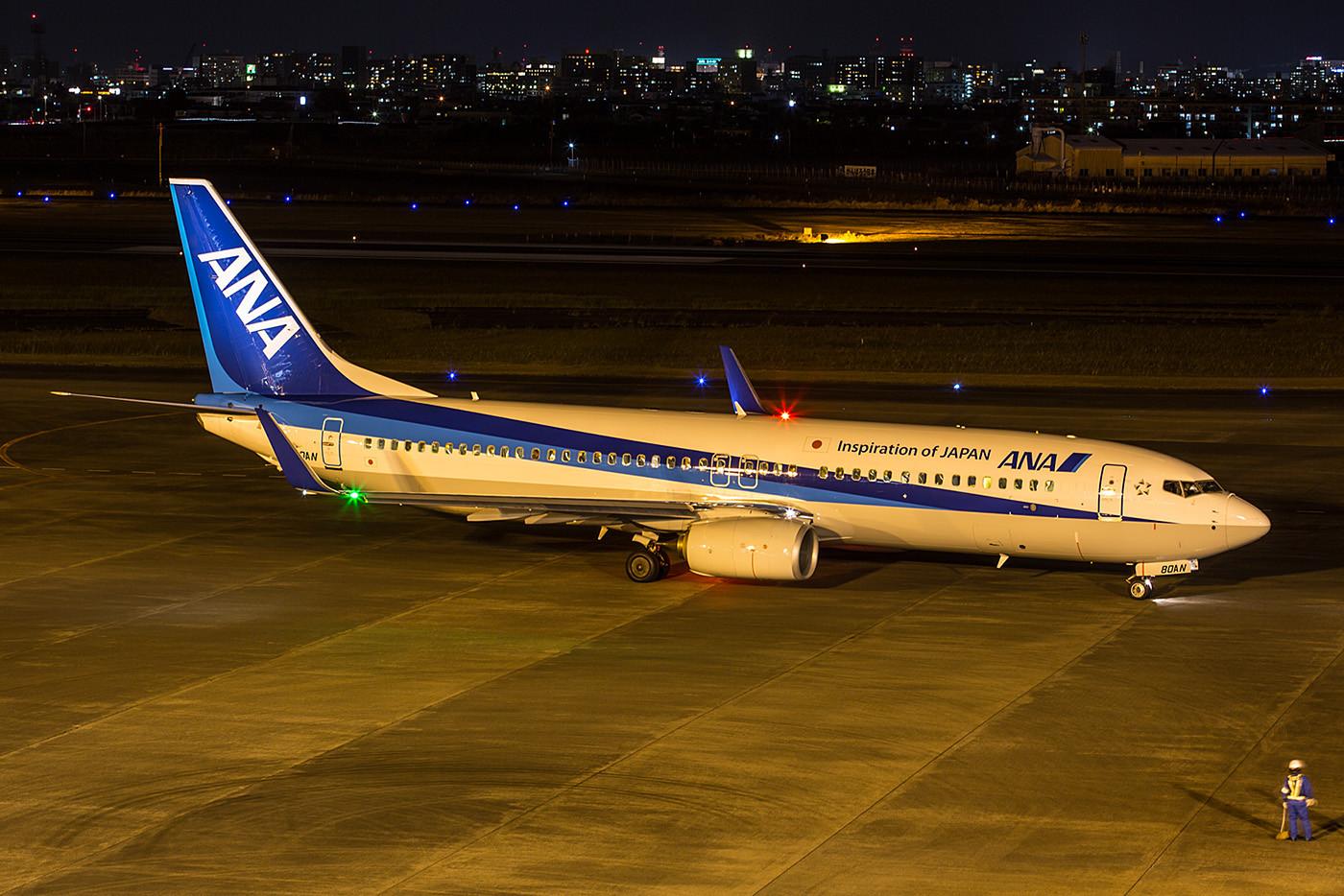 Boeing 737-800 der ANA auf dem Weg nach Osaka-Itami.