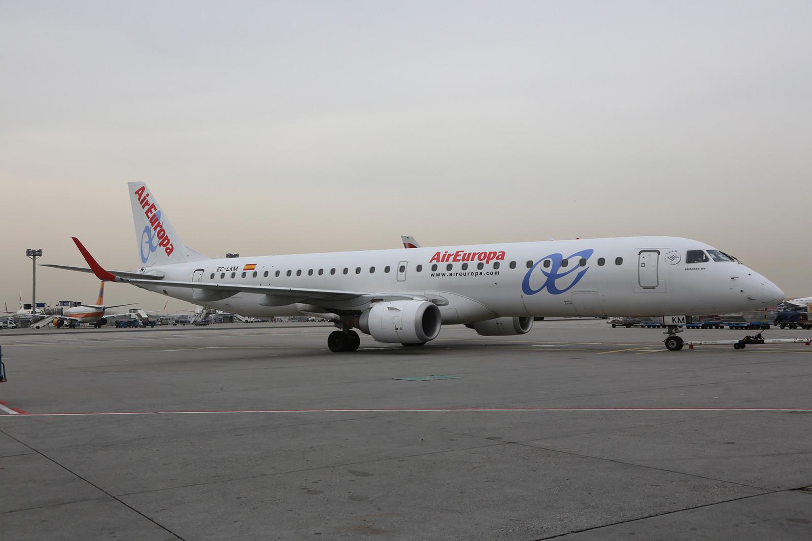 Die Embraer 195 mit dem Kenner EC-LKM hatte die Ehre, den ersten Flug durchzuführen.