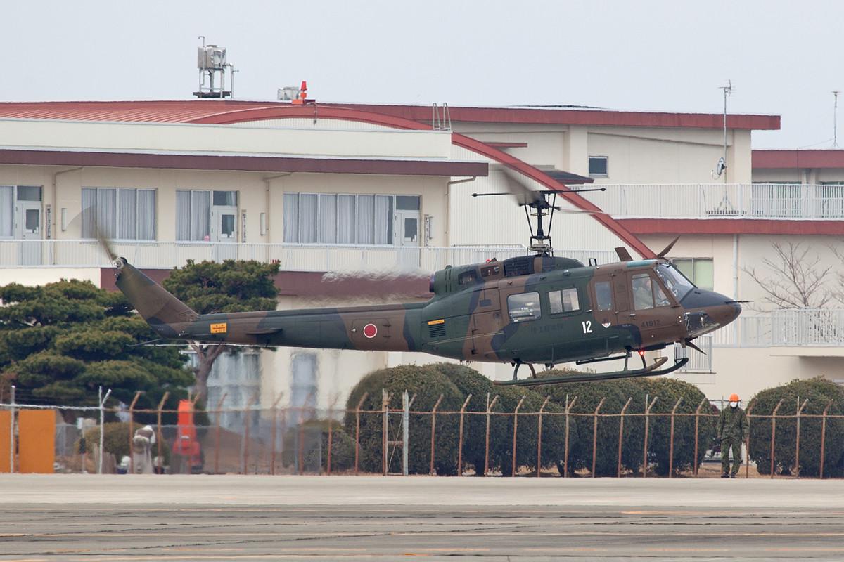 Auch in Japan ist der UH-1 noch das alltägliche Arbeitspferd.