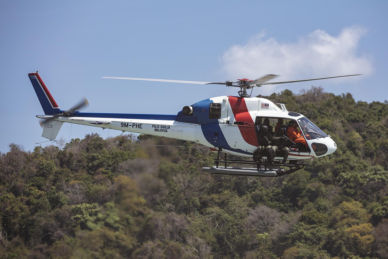 AS350 (heute H125) mit Speziealkräften der Polizei.