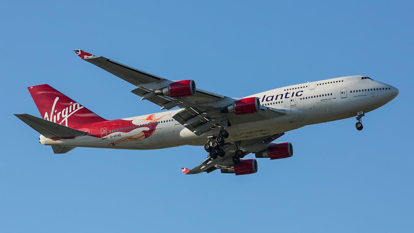 """Die """"Lady Penelope"""" G-VFAB bei der Landung am frühen Morgen."""