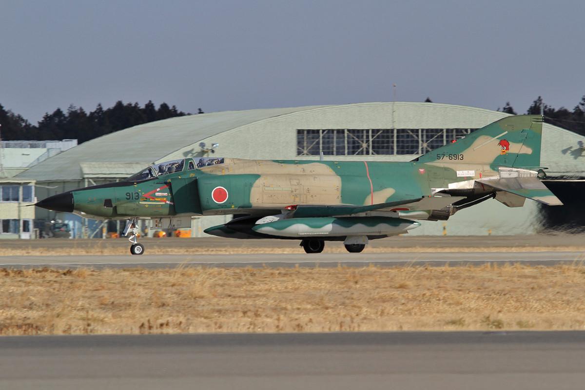 Eine der RF-4EJ bei der Landung.
