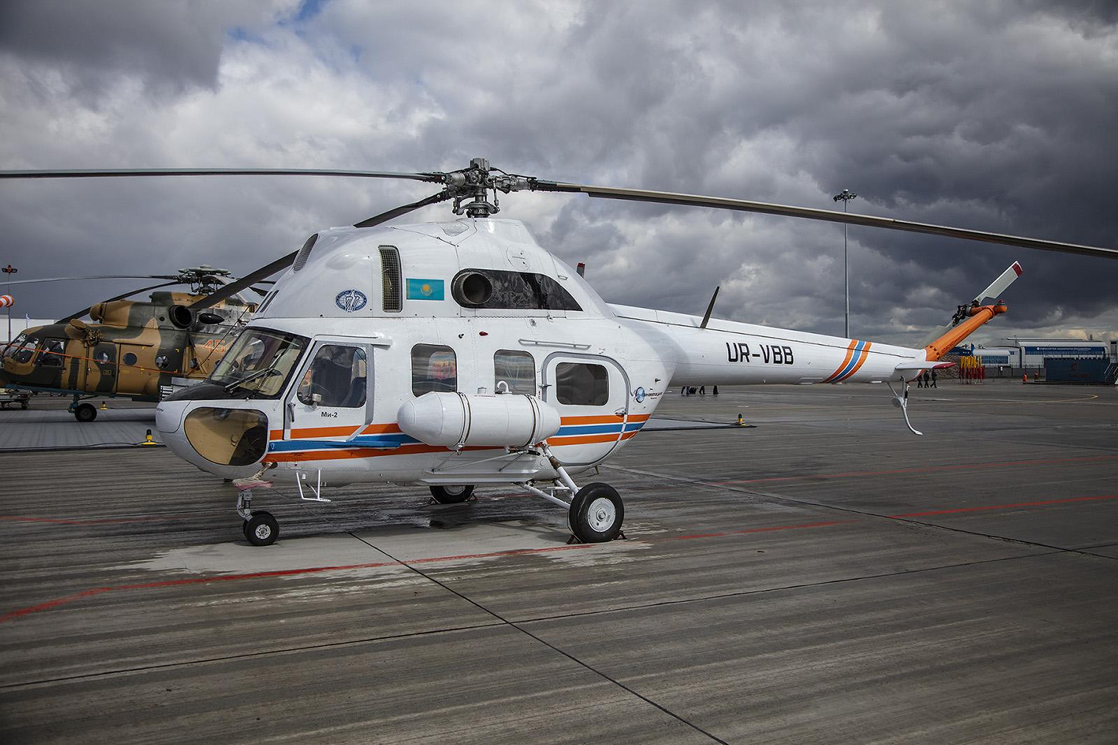 Dieser PZL Mi-2 des kasachischen Ministeriums für Katastrophenschutz wird von Motor Sich betrieben.