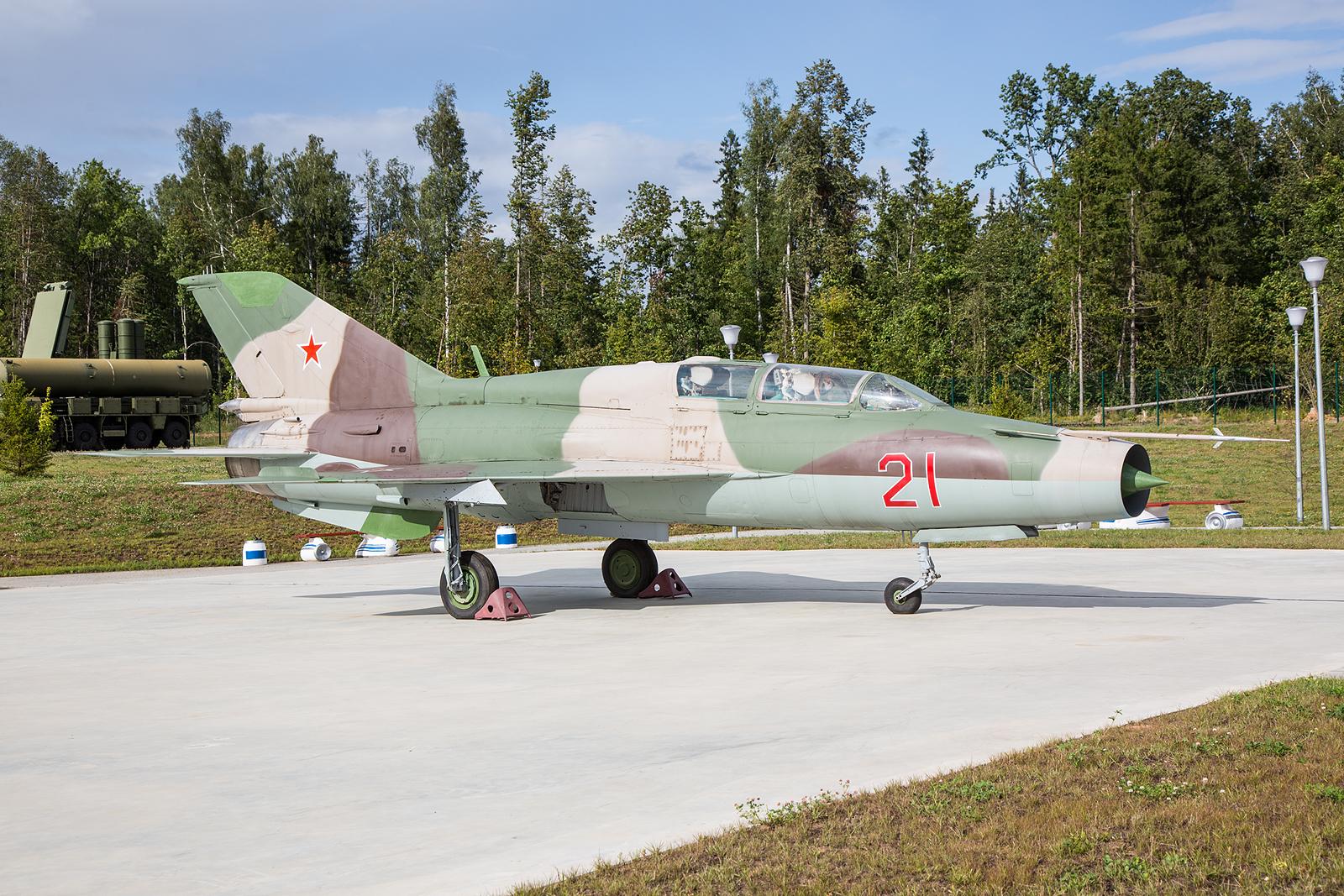 Die MiG21UM  auf Basis des einsitzigen Kampfflugzeuges MiG-21M.