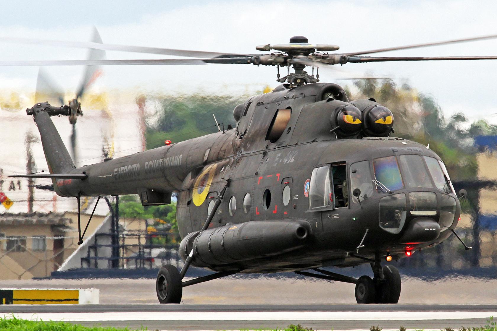 Ejercito Ecuatoriano Mil Mi-171 E-482 - Mein absolutes Tageshighlight! An Bord befand sich übrigens der ecuadorianische Staatspräsident Rafael Correa auf dem Weg nach Babahoyo.