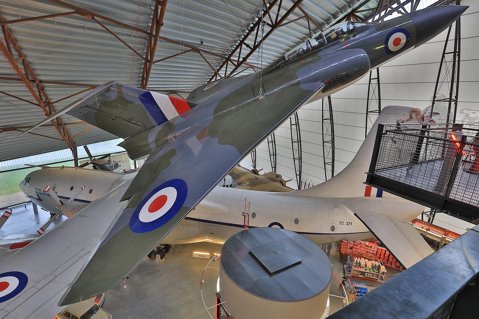 Die Gloster Javelin war das letzte Muster der Gloster Aircraft Company. Die Entwicklung began schon 1947, jeodch fand die Truppeneinführung erst ab 1956 statt. Die Maschinen flogen auch bei der RAF Germany in Brüggen, Geilenkirchen und Laarbruch.