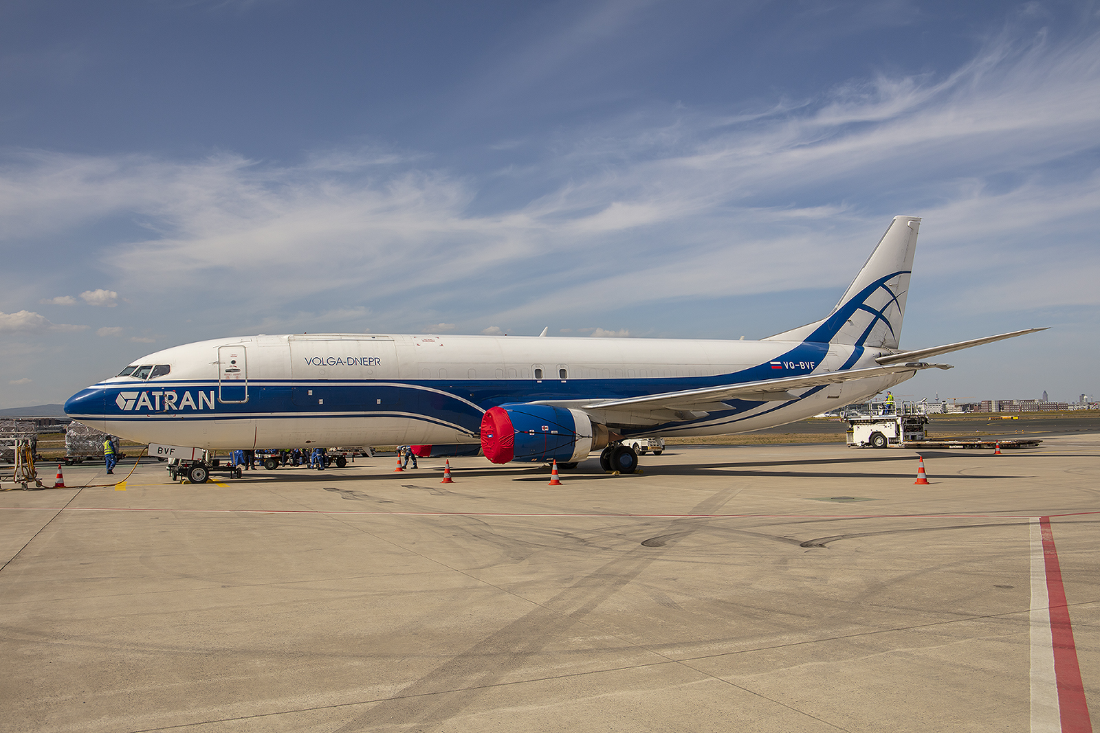 Atran Boeing 737-400, ein Tochterunternehmen der Volga-Dnepr.