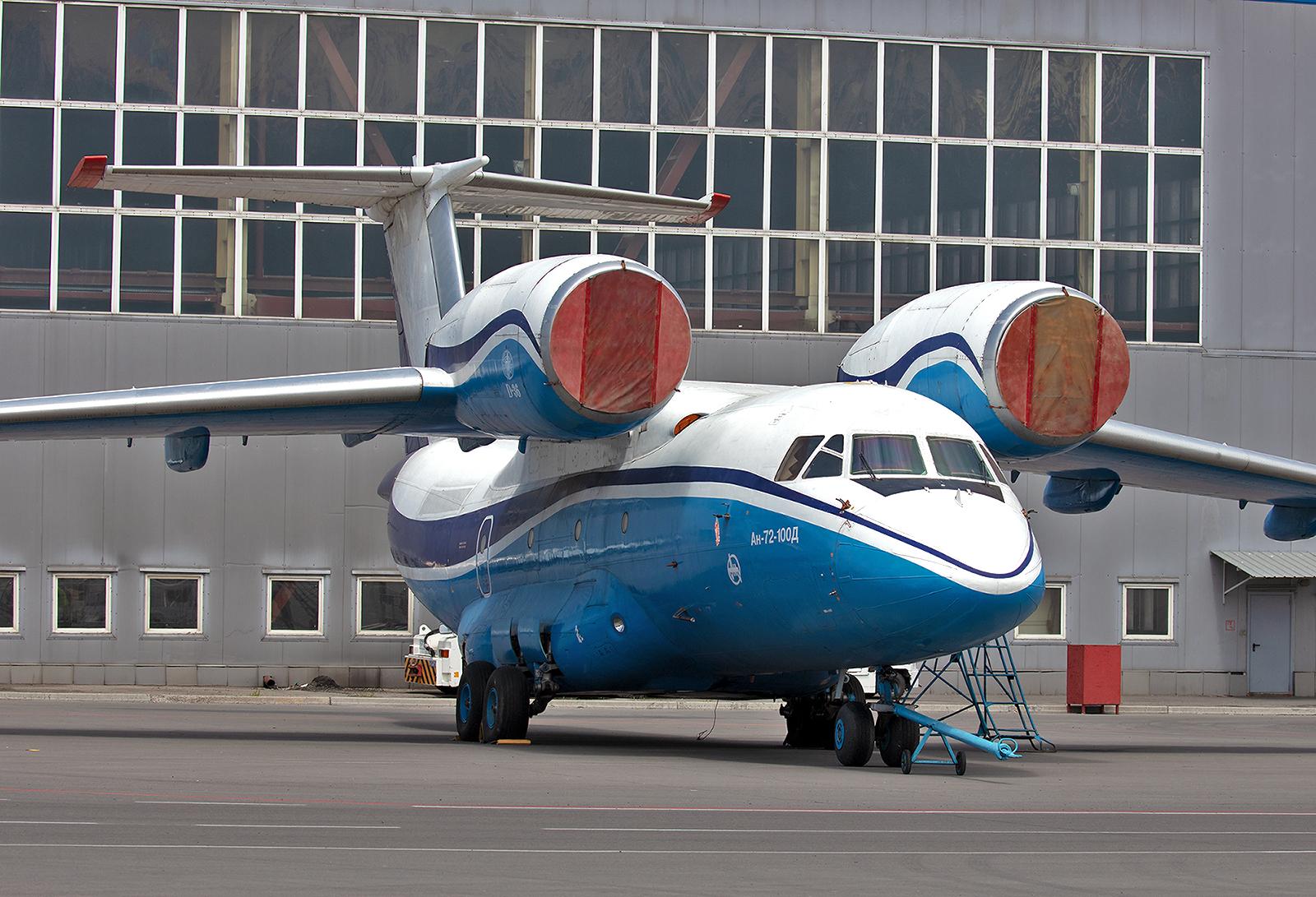 Antonov An-72 der Kazairjet.