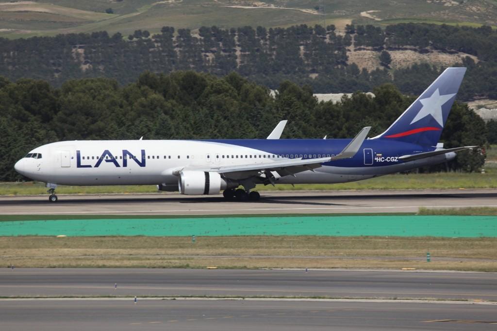 Boeing 767-300 der LAN Equador mit Winglets.