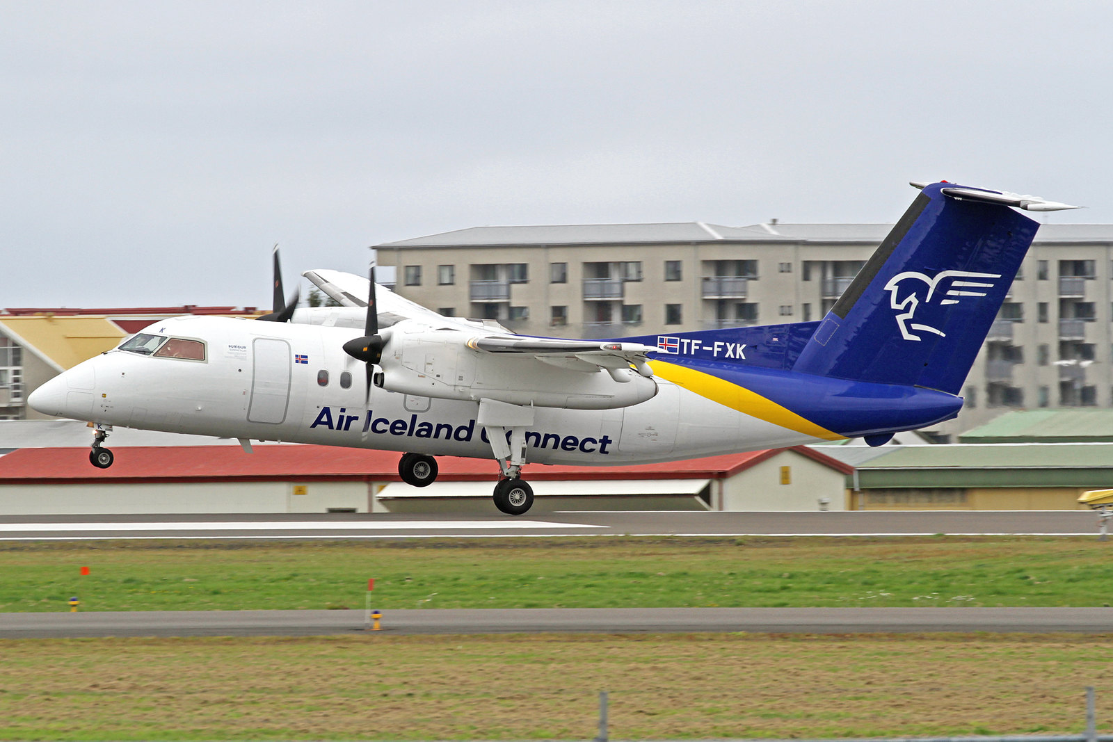 "Air Iceland Connect DeHavilland DHC-8-202Q TF-FXK ""Þuríður sundafyllir"", RKV, 10. August 2020."