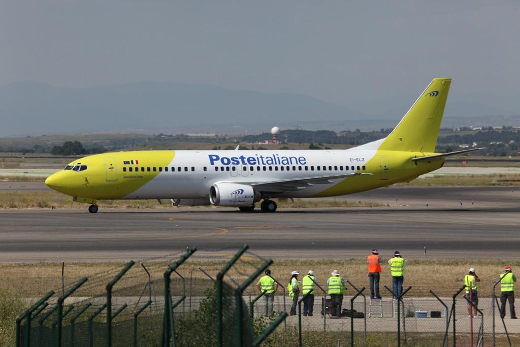 Eine Boeing 737-400 der Mistral. Nachts fliegt Sie die Post in Italien.