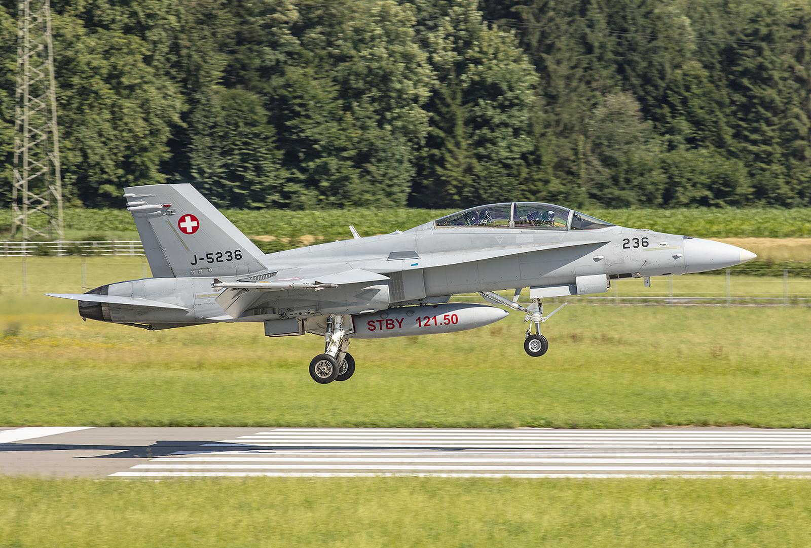 Auch die Zeit der F-18 in der Schweiz ist begrenzt und im Herbst steht eine Volksabstimmung über die Bewilligung eines Nachfolgers an.