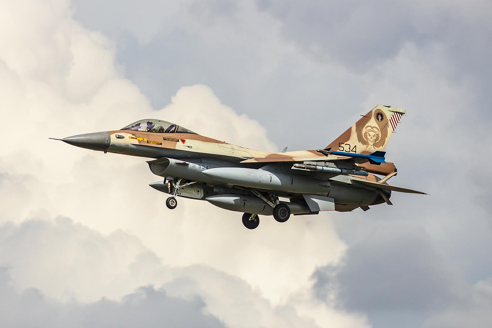 Die Maschinen gehören zur 101. und 105. Squadron in Hatzor.