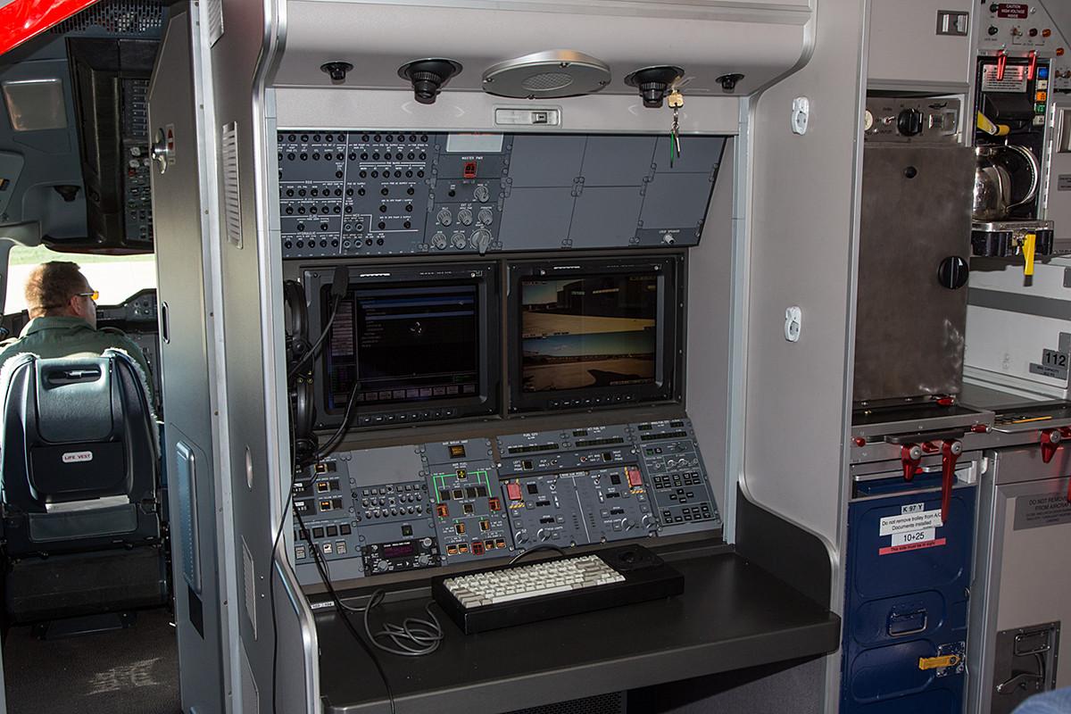 Der Arbeitsplatz des Tankoperators im Airbus.