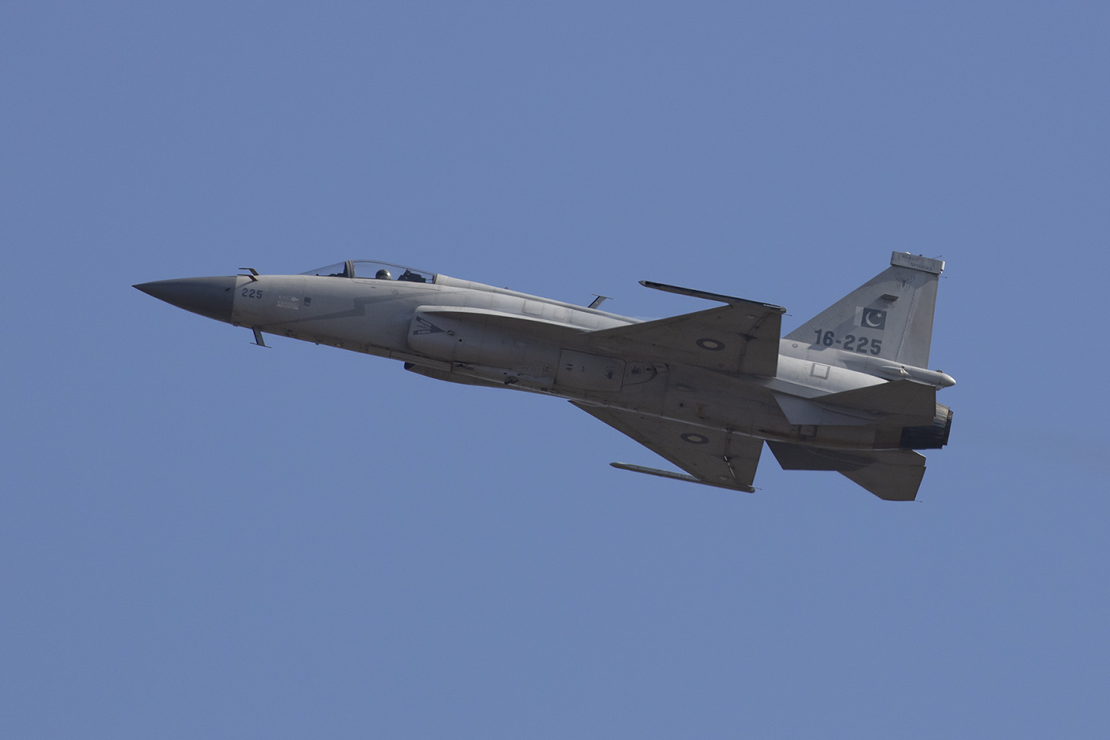 ... produziert diesen auch für die pakistanische Luftwaffe.