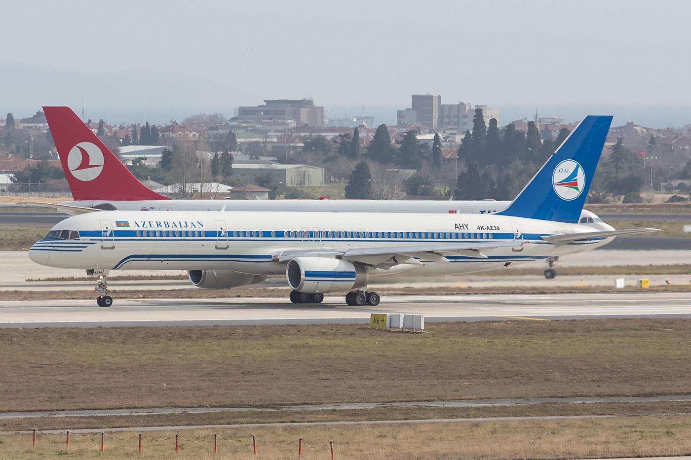 Boeing 757 aus Azerbaidschan noch in den alten Farben.
